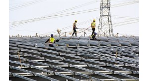 """""""五一""""期间深圳国际会展中心不停工建设 3千建设者坚守一线"""